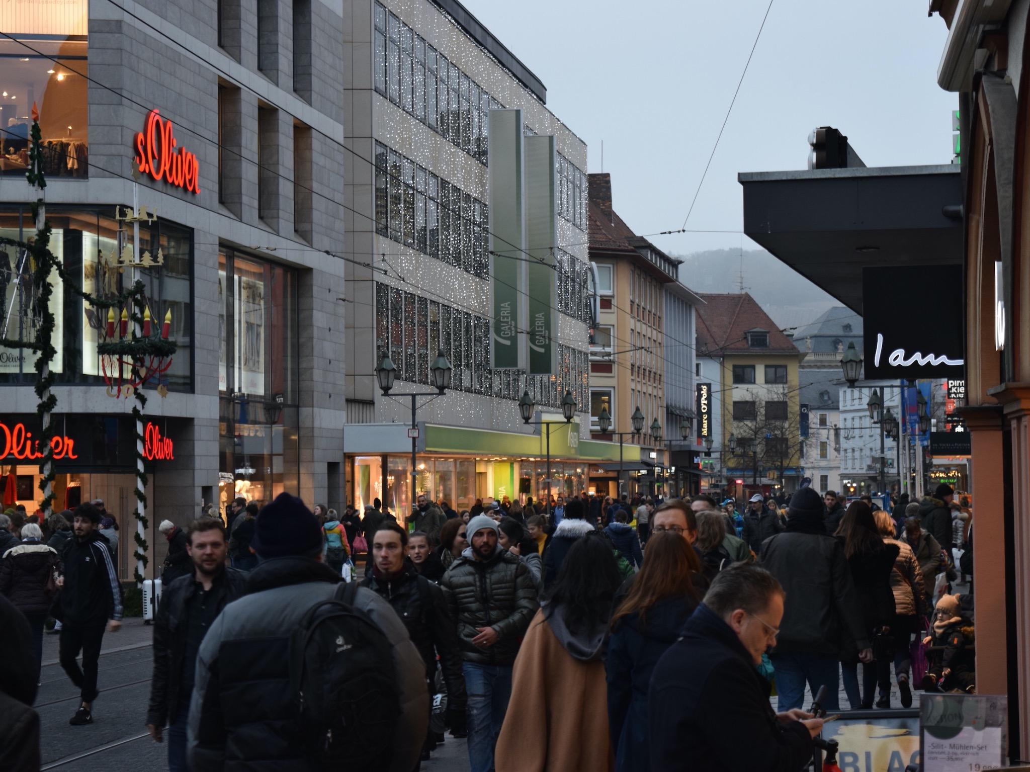Volle Innenstadt beim Super Shopping Friday. Foto: Würzburg macht Spaß