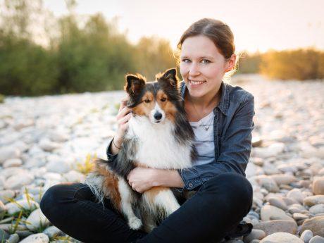 Fotografin und Grafikdesignerin Yasemin Ikibas aus Würzburg hat auch dieses Jahr Hunde für den Wü Dogs Kalender in Szene gesetzt. Foto: Yasemin Ikibas