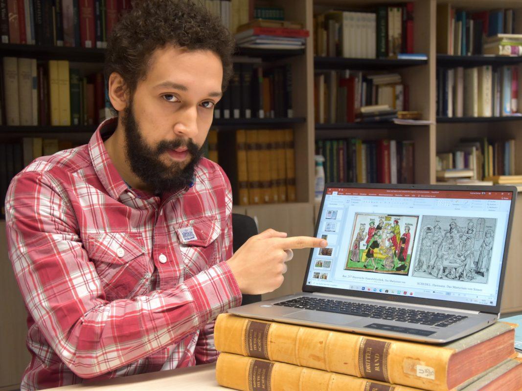 In Bibliotheken und Archiven fahndet Doktorand Vinícius Freitas nach Bildern, die angeblichen jüdischen Hostienfrevel und Ritualmorde zeigen. Foto: Universität Würzburg