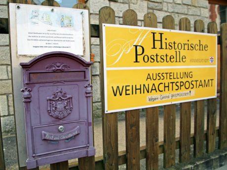 Die historische Poststelle ist in diesem Jahr aufgrund von Corona geschlossen. Doch wer seinen Brief ans Christkind persönlich abgeben möchte, kann dies trotzdem tun. Foto: Magdalena Rössert/ POW