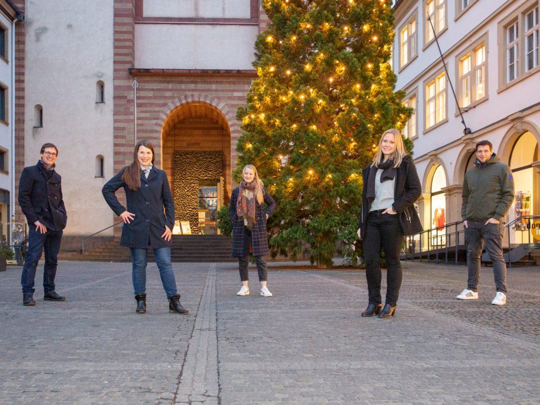 """Das Team der Initiative """"Würzburg rettet Weihnachten"""". Im Bild Von Rechts nach Links: Ingo Fließer Mirijam Fließer, Mara Ortler, Anna Fiedler und Sebastian Ortler. Foto: Fabian Gebert"""