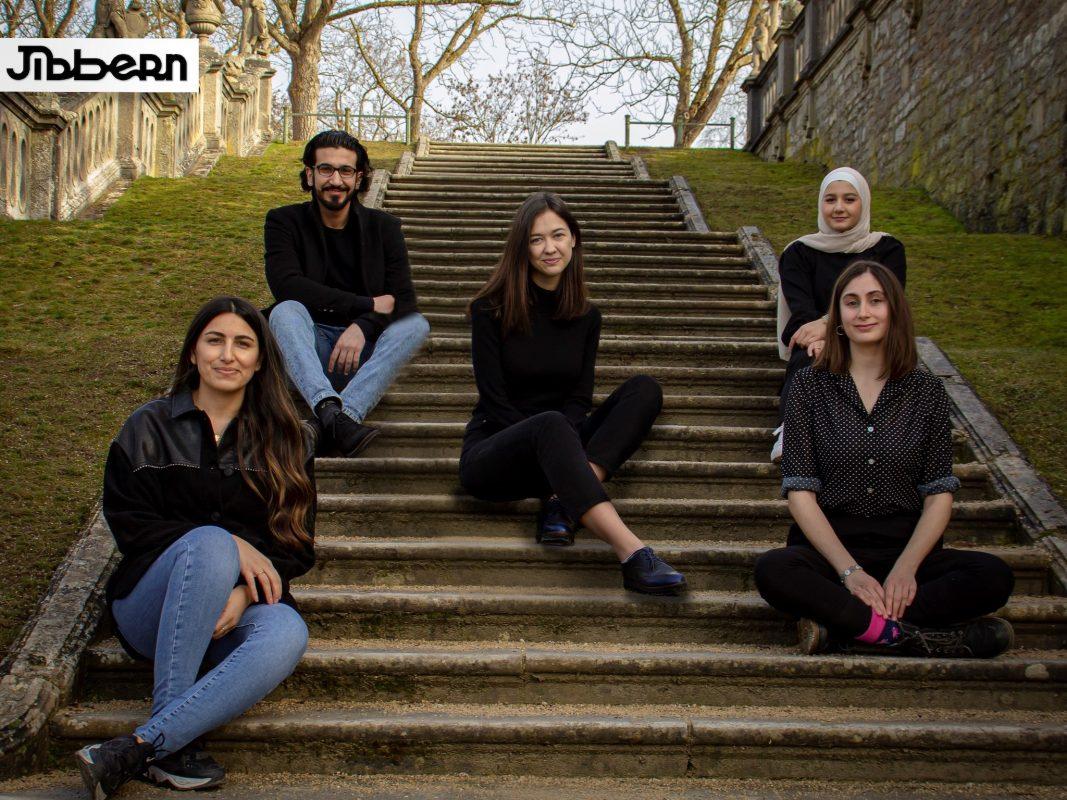 Das Jibbern-Team: Ammar Nahli, Anya Nahli, Heba Krkoutli, Rasha Alhomsi, Serpil Güçlü. Foto: Basel Asideh