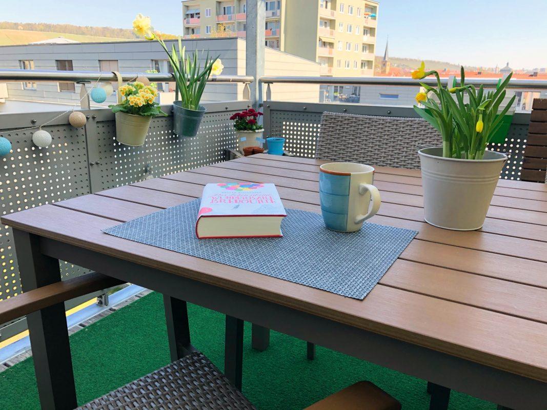 Damit man die Zeit auf der Terrasse auch genießen kann, ist die passende Terrassenüberdachung notwendig. Foto: Pascal Höfig