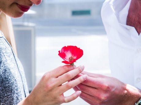 Singles leiden besonders stark unter der Pandemie. Wie flirtet man in Corona-Zeiten? Foto: Pascal Höfig