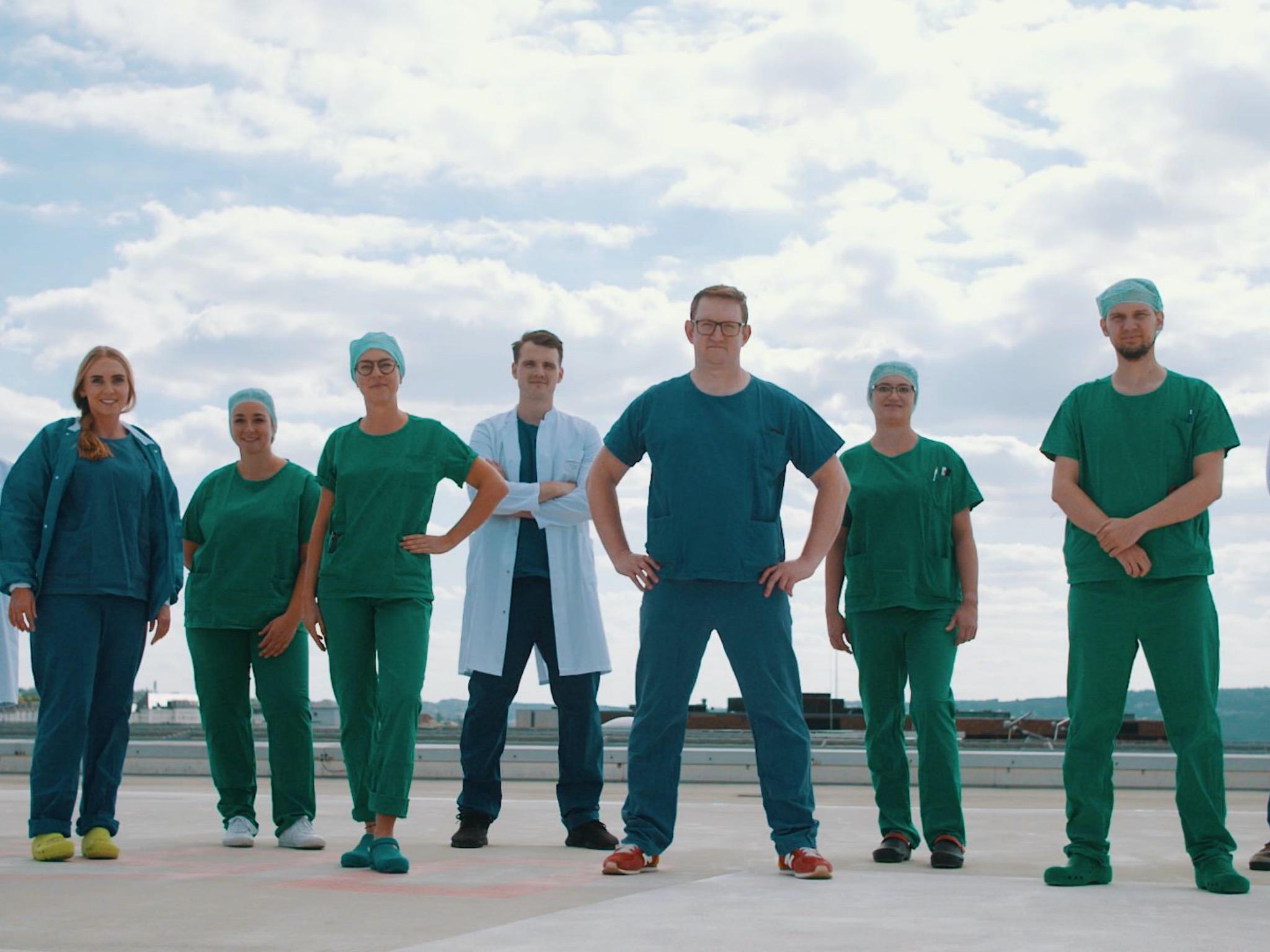 Bild Arbeiten in der Intensiv- oder Anästhesiepflege ist immer berufsgruppenübergreifende Teamarbeit. Foto: Videoscreenshot