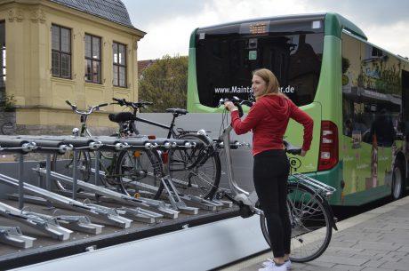Auf dem Anhänger der Sprinter haben bis zu 16 Fahrräder Platz, welche kostenlos mitgenommen werden können. Foto: APG Würzburg
