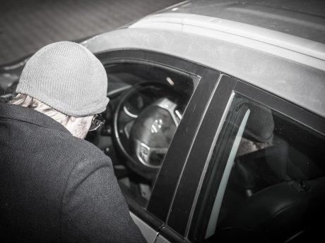 Autoknacker am Werk. Symbolfoto: Pascal Höfig