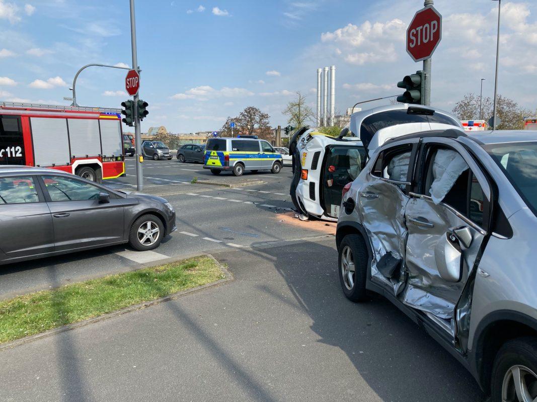 In der Mainaustraße ereignete sich ein Verkehrsunfall. Foto: Feuerwehr Würzburg