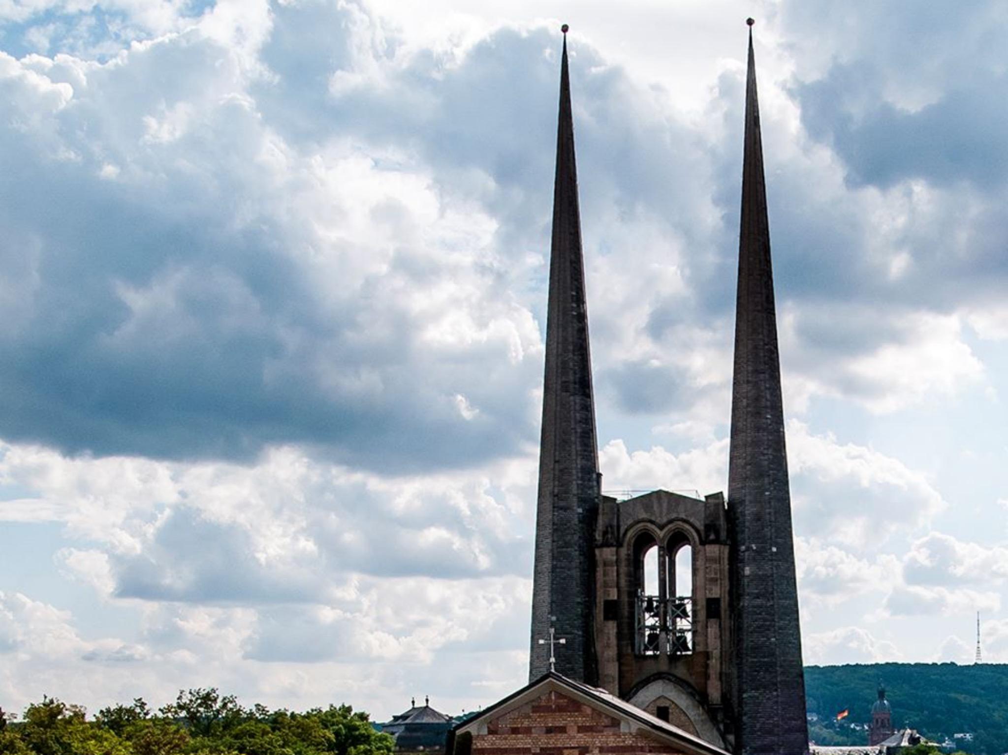 """Die Kirche St. Johannis - auch """"Batman Kirche"""" genannt. Foto: Evang.-Luth.-Kirchengemeinde St. Johannis"""