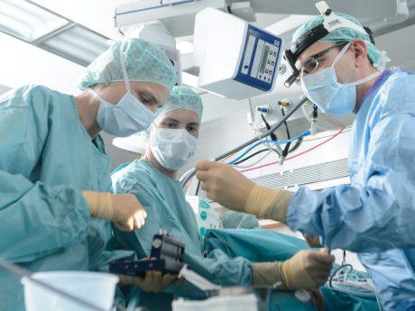 Laut der Focus-Ärzteliste 2021 hat das Uniklinikum Würzburg 38 Ärzt*innen unter Deutschland Top-Mediziner*innen. Foto: Daniel Peter / Uniklinikum Würzburg