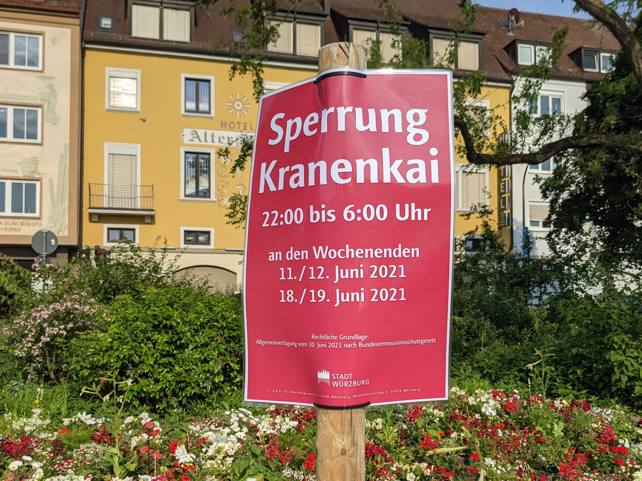 Der Kranenkai bleibt die nächsten zwei Wochenenden ab 22 Uhr gesperrt. Foto: Würzburg erleben