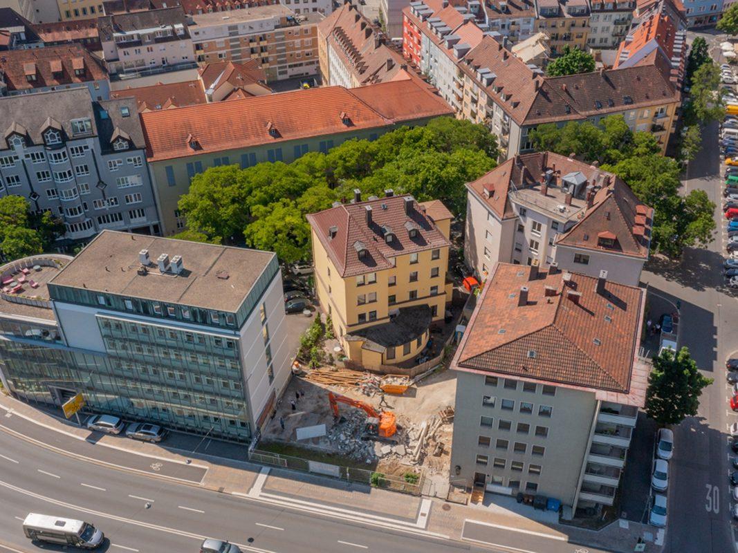 Von oben gesehen: Der Neubau in der Neutorstraße 14a schließt die Lücke des Quartiers. Foto: xtrakt media Thomas Düchtel