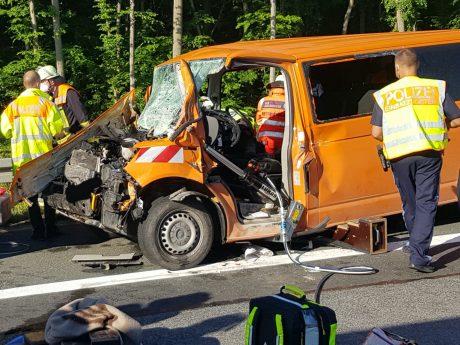 Auf der A3 bei Schwarzach verunfallte ein Kleintransporter. Foto: Feuerwehr Stadt Kitzingen