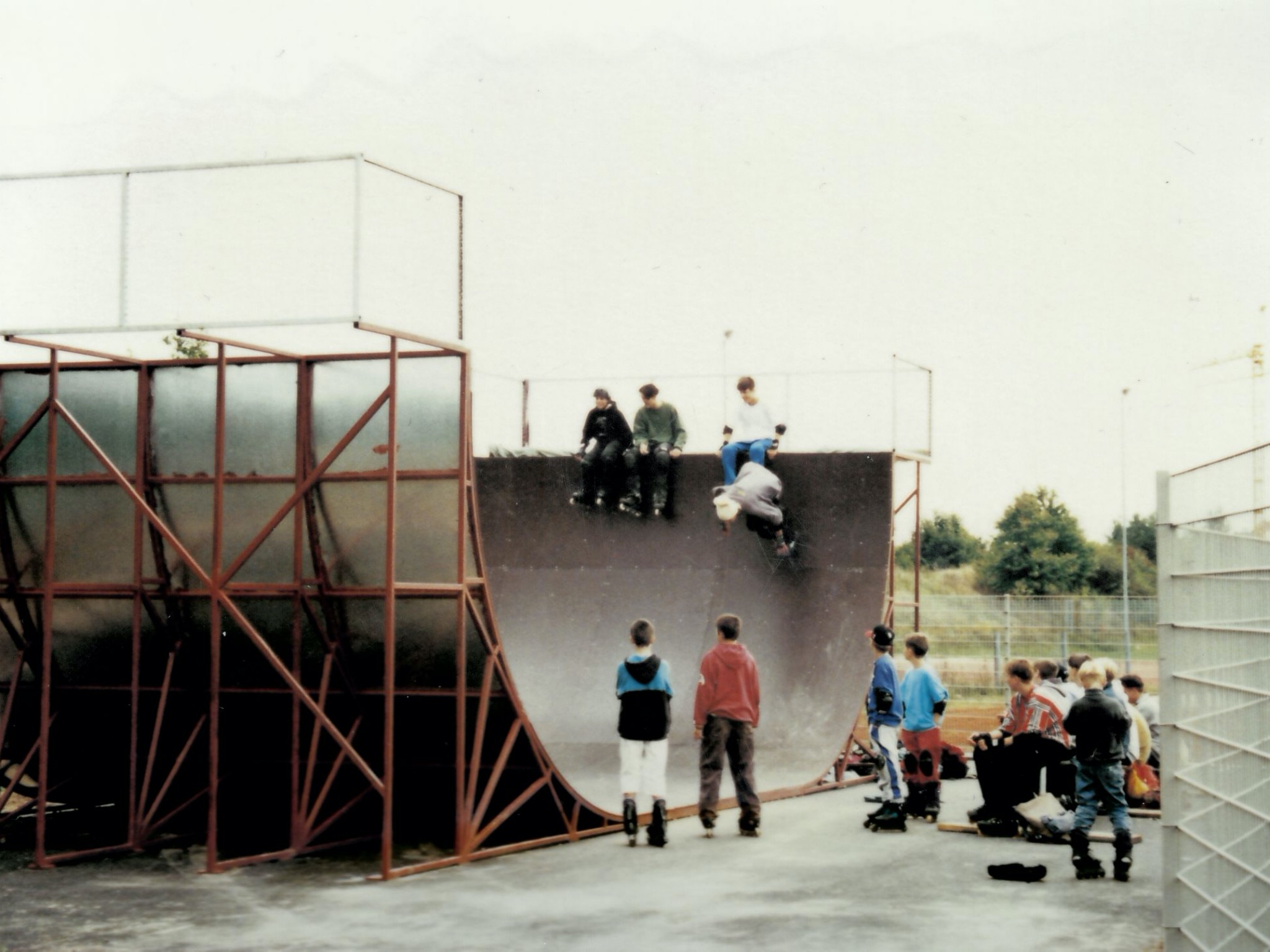 Die alte Halfpipe in den 90ern war eine richtige Herausforderung und sehr gefährlich. Foto: Archiv JUZ Heuchelhof