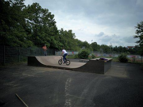 """Sowohl mit BMX, als auch mit Rollern und Skateboards ist die neue """"Babyramp"""" gut zu fahren. Foto: Torben Jensen."""