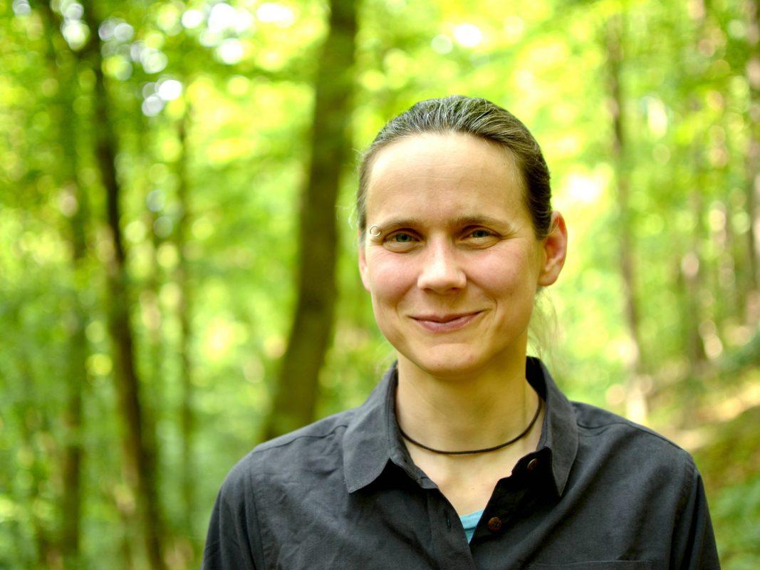 Katharina Leiter ist Astrophysikerin, Geschäftsführerin des Exzellenzclusters ct.qmat und Öffentlichkeitsbeauftragte der Universität Würzburg. Foto: Katharina Leiter