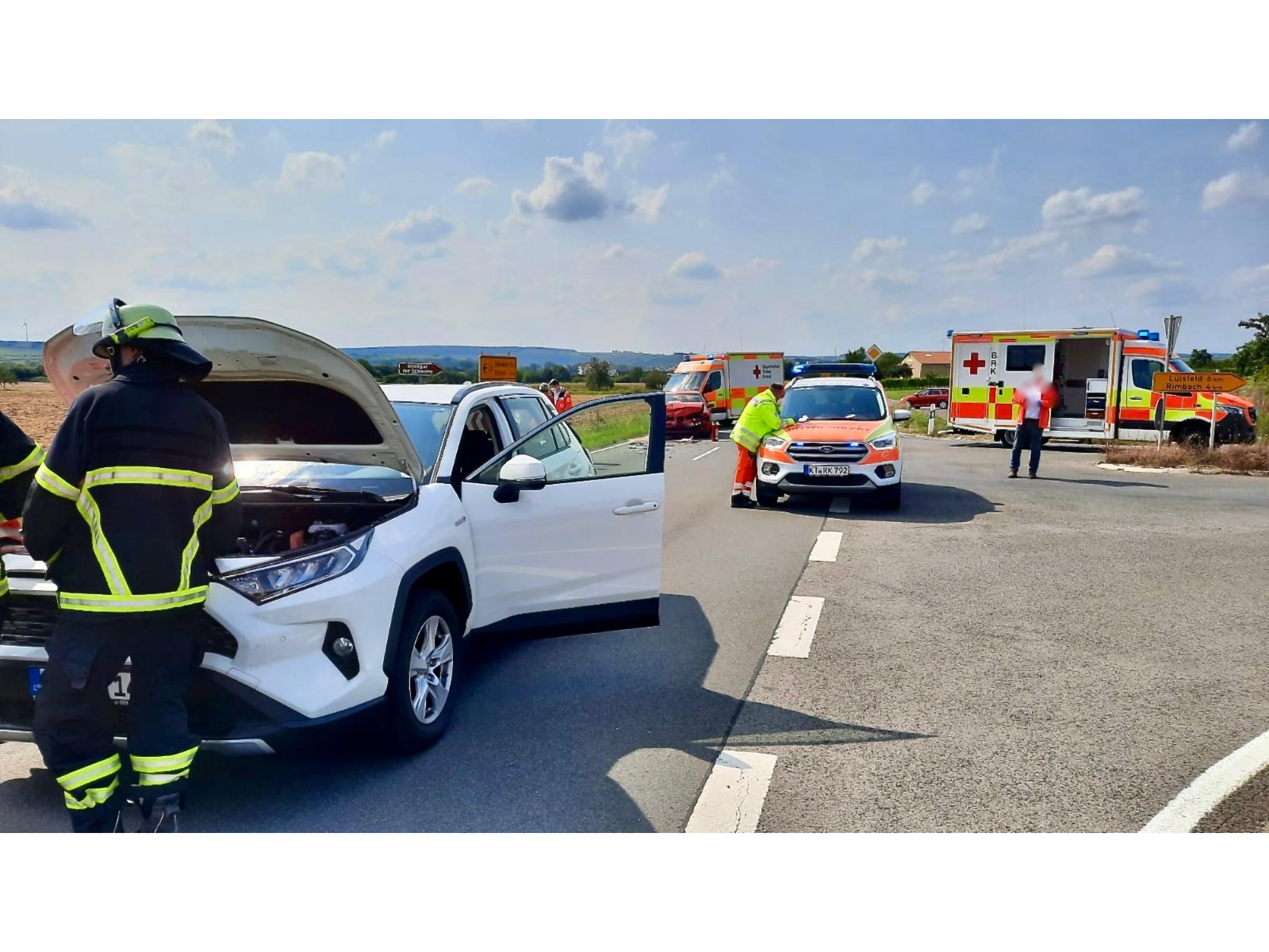 Der schwere Verkehrsunfall forderte drei Verletzte. Foto: Feuerwehr Volkach