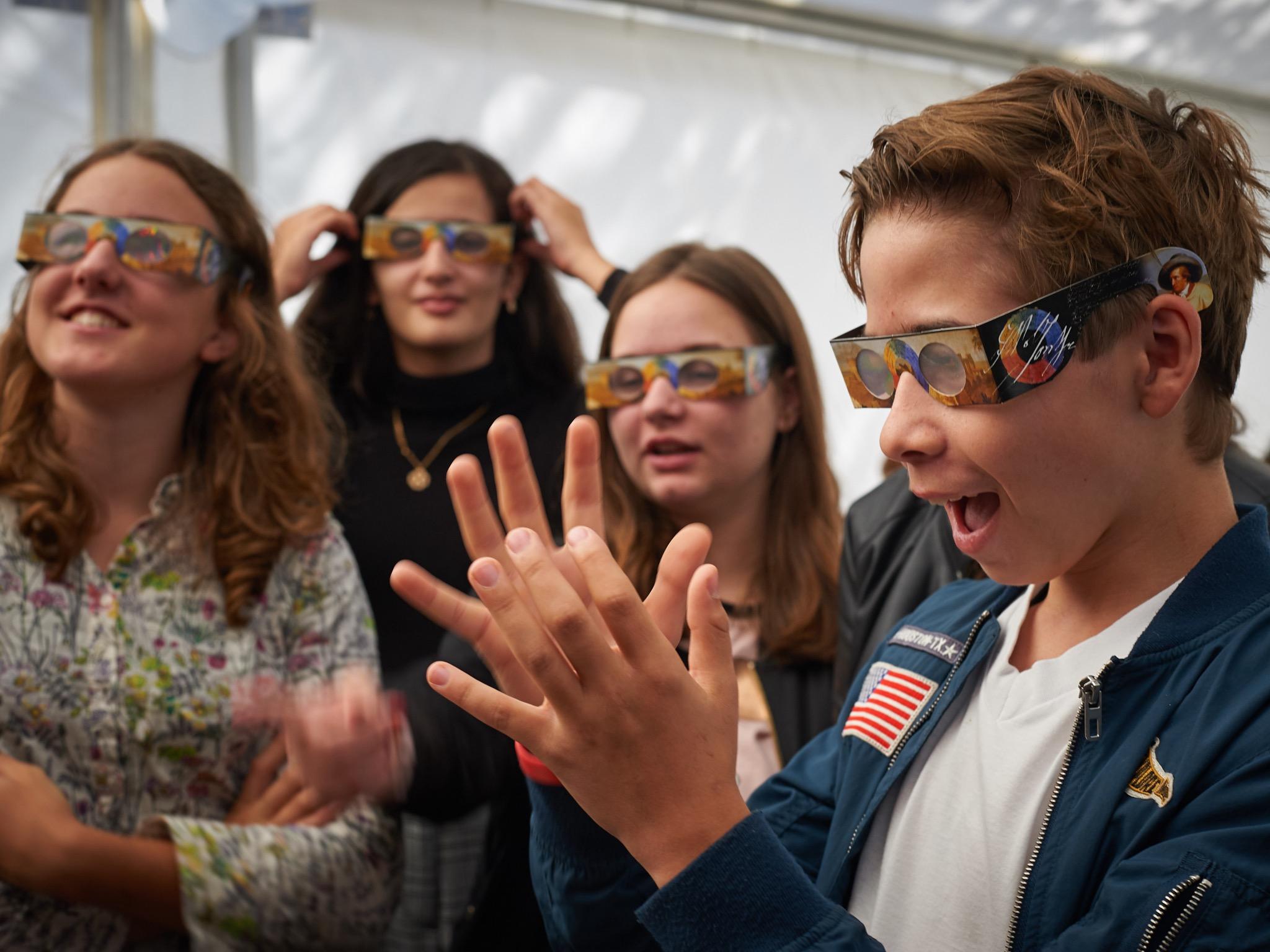 Durch die unkonventionelle Kombination von Festival und Wissenschaft soll Physik den BesucherInnen auf spielerische Art und Weise näher gebracht werden. Foto: Highlights der Physik/Offer