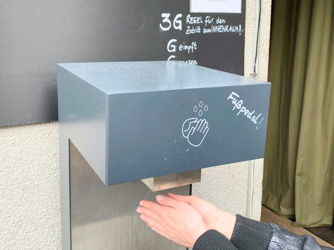 Handdesinfektion und 3G in der Gastronomie. Symbolfoto: Jessica Weiß