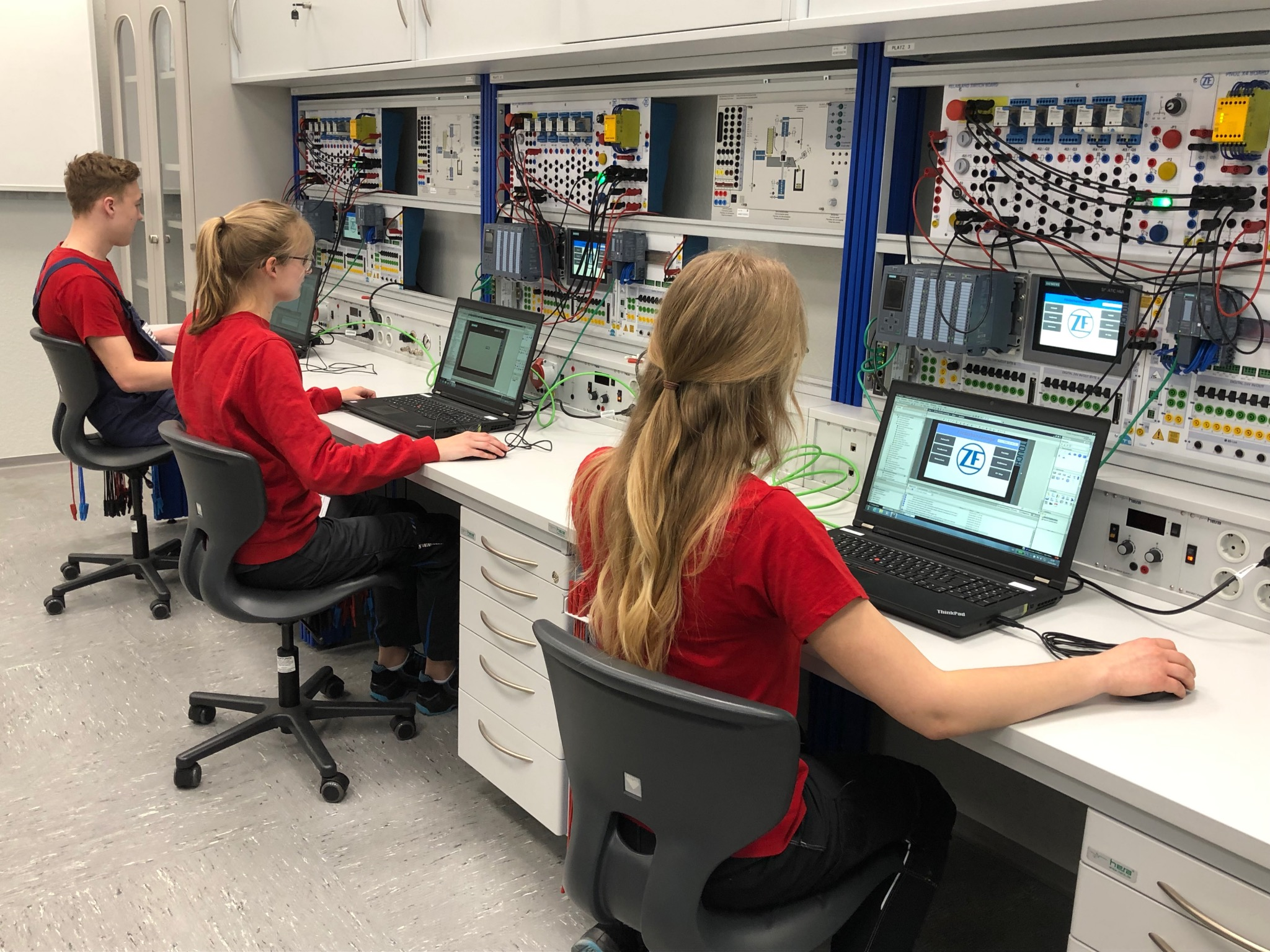 Drei Stockwerke umfasst das Ausbildungszentrum von ZF, auf denen unter anderem technische Fertigkeiten vermittelt werden. Foto: ZF Schweinfurt