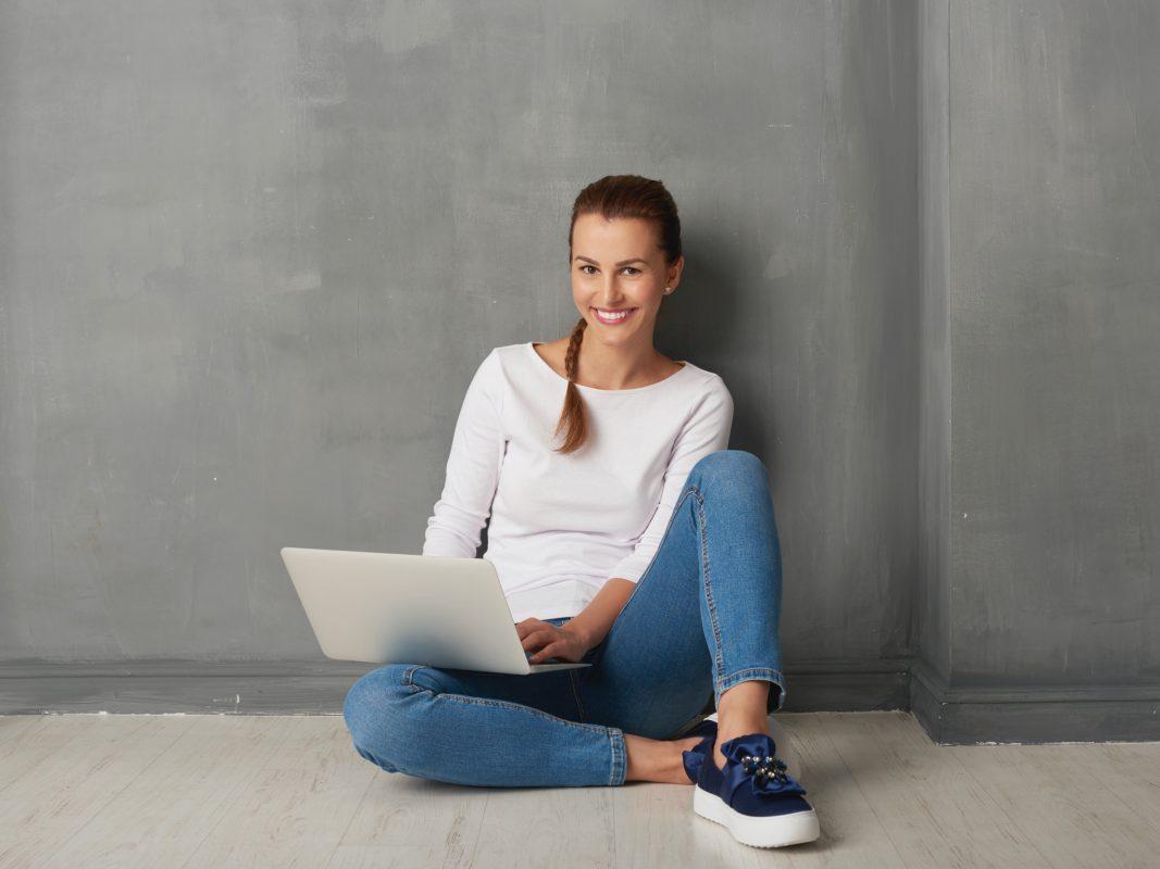 Die digitale Jobmesse der Main-Post lässt sich bequem per Laptop, PC, Smartphone oder Tablet besuchen. Rund um die Uhr natürlich. Foto: Gettyimages