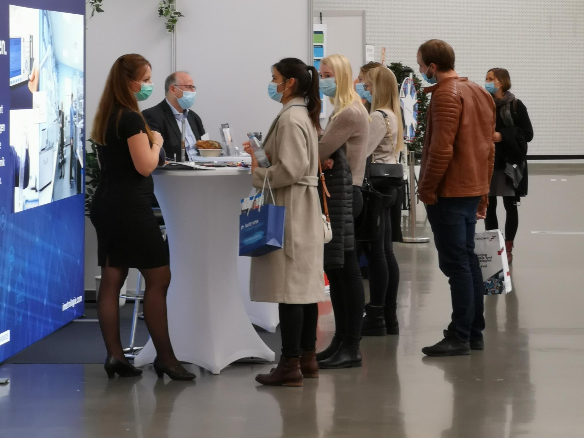 """Die direkte Ansprache zwischen Interessierten und Arbeitgebern der Region macht die Job- und Karrieremesse """"meineZukunft! Mainfranken"""" aus. Foto: Mattfeldt & Sänger Marketing und Messe AG"""