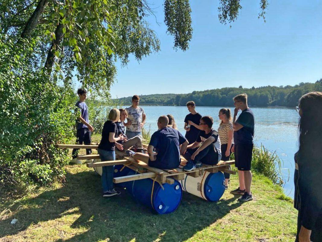 Ein gutes Floß erfordert Teamarbeit! Foto: Pabst Transport