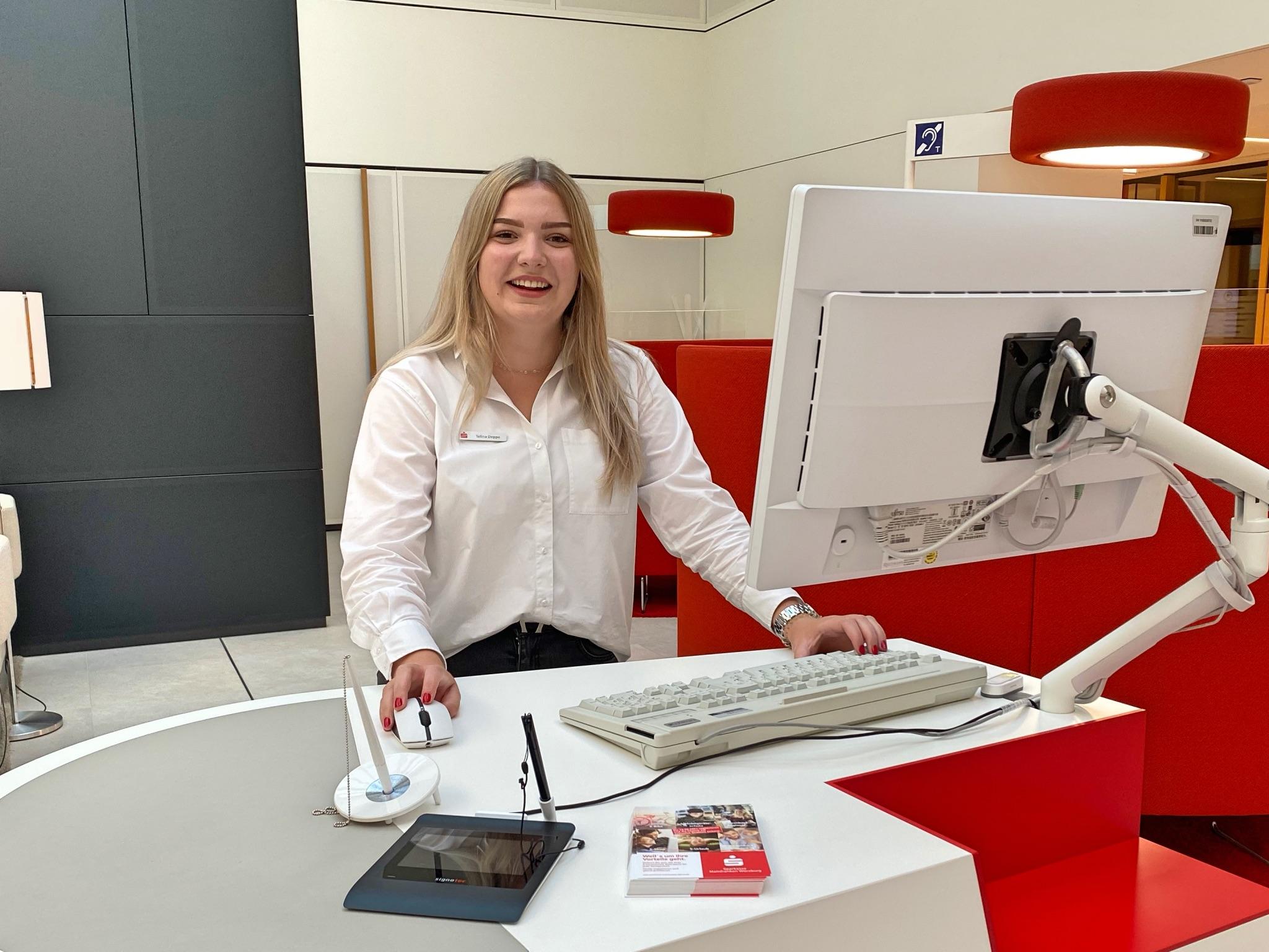 Talina hat als Auszubildende gestartet und arbeitet mittlerweile als Kundenberaterin! Foto: Laura Göpfert