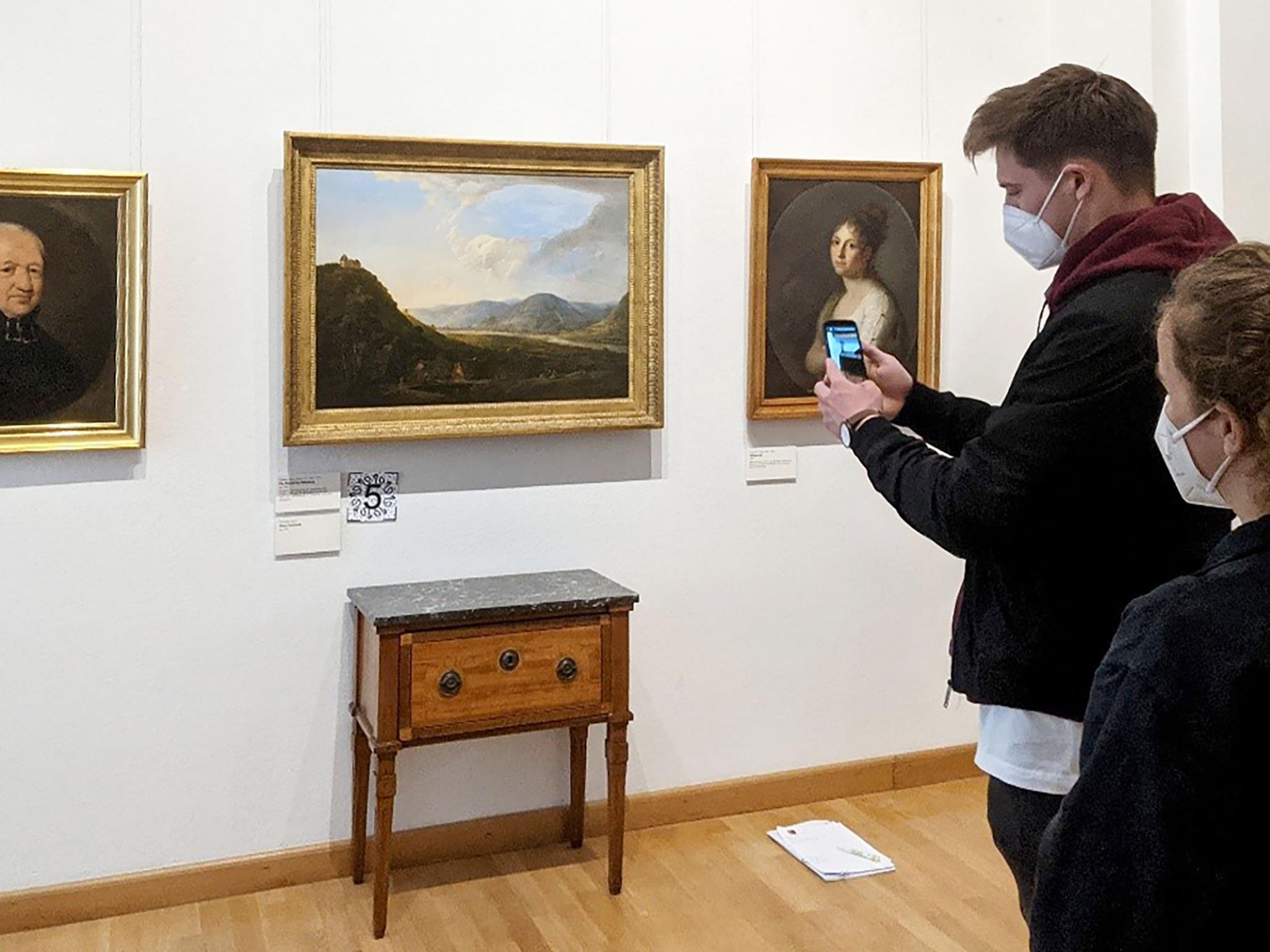 Die AR-App hat Jonas Roth gemeinsam mit der Abteilung Vermittlung und Bildung des Museums für Franken entwickelt. Foto: Stefan Sauer, FHWS